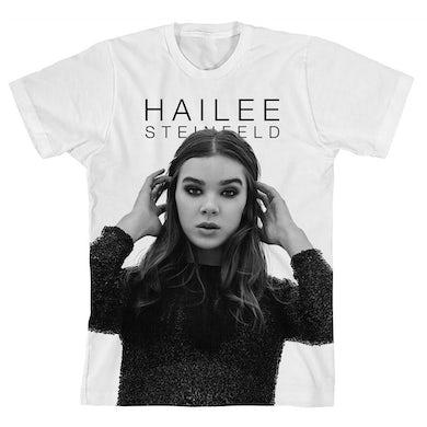 Hailee Steinfeld Haiz in B&W T-shirt